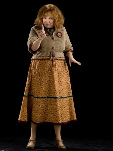 MollyWeasley_WB_F6_MollyWeasleyFullbody_Promo_080615_Port