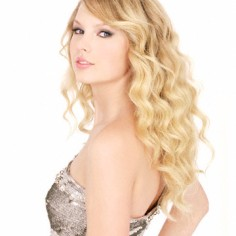 ca. 2008 --- Taylor Swift --- Image by © Ian White/Corbis Outline